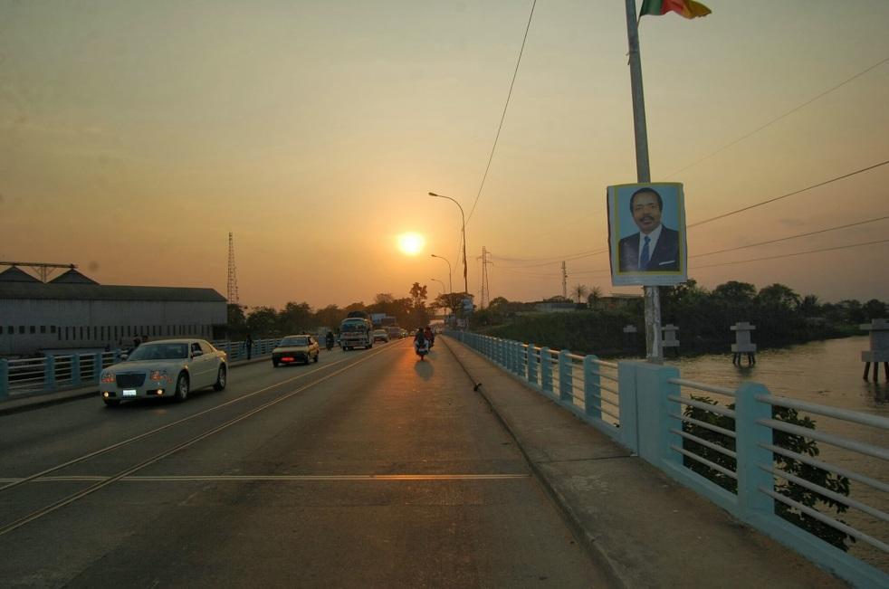 Aristopathe Pont sur le Wouri Douala